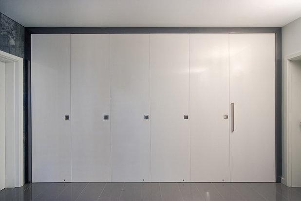 Contemporary Wardrobe by Studio Tonic