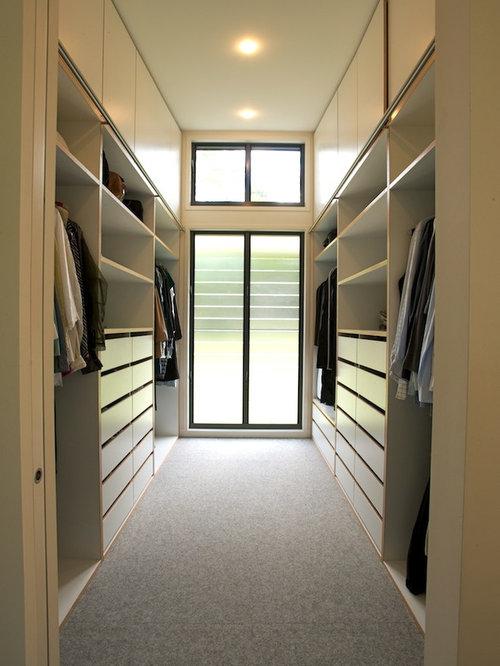 5,428 Mid-Sized Walk-In Closet Design Photos