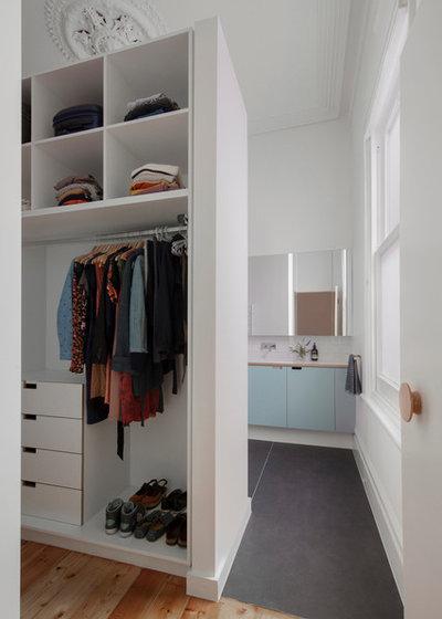 Contemporary Wardrobe by Poly Studio