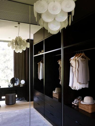 Современный Гардеробная by Sarah Davison Interior Design