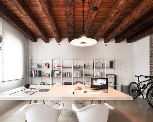Ufficio Pavimento Grigio : Foto e idee per uffici ufficio con pavimento in cemento