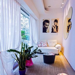Idee per un piccolo atelier design con pavimento in gres porcellanato e pavimento grigio