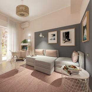 Aménagement d'un petit bureau scandinave de type studio avec un mur rose, un sol en marbre, un bureau indépendant et un sol rose.