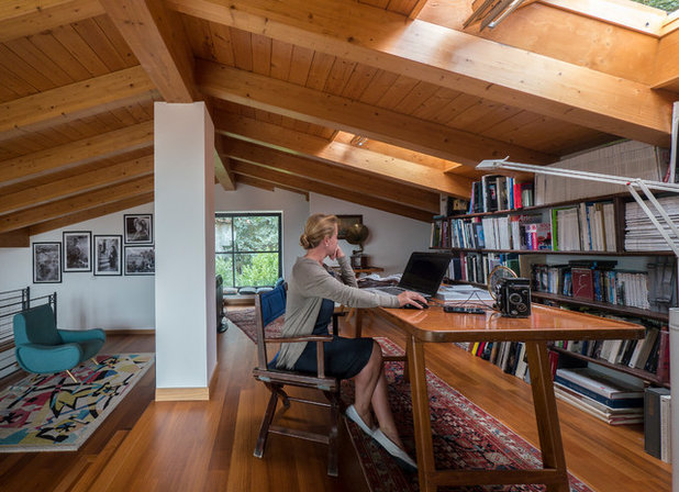 Modern Home Office & Library by Liadesign