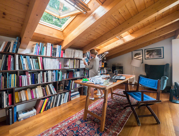 Traditional Home Office & Library by Liadesign