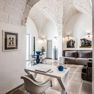 На фото: кабинет в средиземноморском стиле с