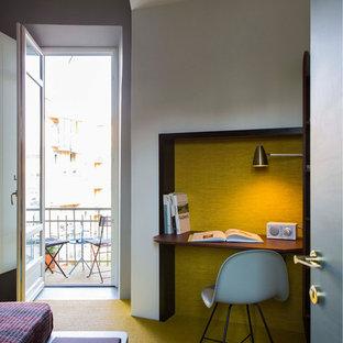 Immagine di uno studio moderno con scrivania incassata