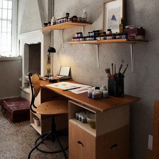 Cette image montre un grand bureau nordique de type studio avec un mur blanc, un sol en marbre, une cheminée standard, un manteau de cheminée en plâtre, un bureau indépendant et un sol multicolore.