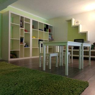 他の地域の小さいコンテンポラリースタイルのおしゃれなアトリエ・スタジオ (緑の壁、ラミネートの床) の写真