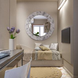 中くらいのコンテンポラリースタイルのおしゃれなホームオフィス・書斎 (ライブラリー、ベージュの壁、大理石の床、自立型机、マルチカラーの床) の写真