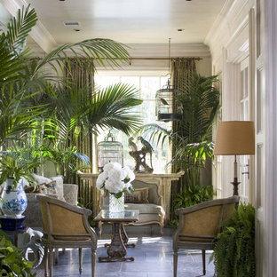 Ispirazione per una piccola veranda vittoriana con soffitto classico e pavimento blu