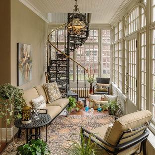 Idées déco pour une véranda classique de taille moyenne avec un sol en carreau de terre cuite, aucune cheminée et un plafond standard.