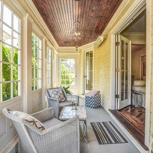 Inspiration för ett vintage uterum, med tak och grått golv