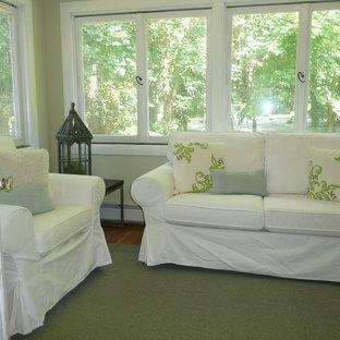 Foto di una piccola veranda chic con pavimento in legno massello medio e soffitto classico
