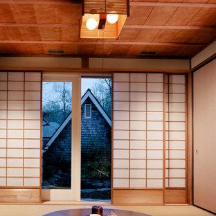 Modelo de galería de estilo zen, de tamaño medio, sin chimenea, con moqueta, techo estándar y suelo beige