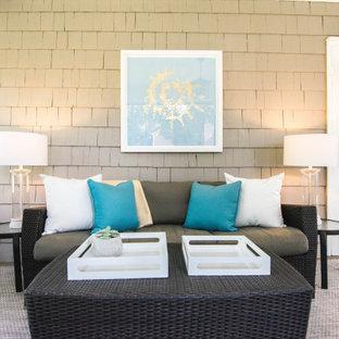 Idée de décoration pour une grand véranda champêtre avec un sol en contreplaqué, un plafond standard et un sol gris.