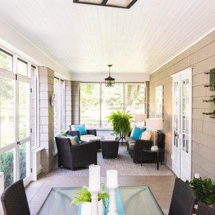 Idées déco pour une grand véranda campagne avec un sol en contreplaqué, un plafond standard et un sol gris.