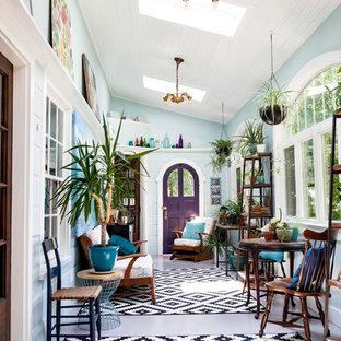 Imagen de galería tradicional renovada, sin chimenea, con techo con claraboya