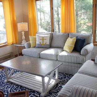 Idee per una piccola veranda stile marinaro con parquet chiaro
