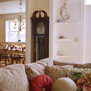 Exemple d'une très grand véranda craftsman avec un sol en bambou, un sol marron et un plafond standard.