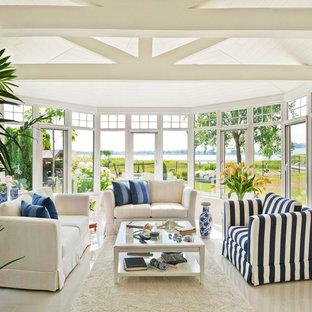 Esempio di una veranda vittoriana con soffitto classico e pavimento bianco