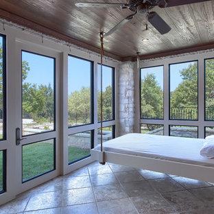 Esempio di una veranda mediterranea con soffitto classico e pavimento beige