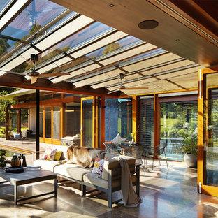Modelo de galería de estilo zen, grande, con techo con claraboya