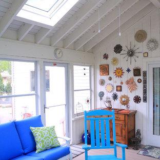 Ispirazione per una veranda chic di medie dimensioni con nessun camino, soffitto classico e pavimento verde
