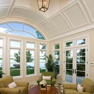 Idéer för stora vintage uterum, med takfönster, vinylgolv och flerfärgat golv