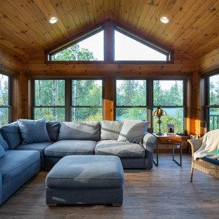 Esempio di una grande veranda stile marinaro con pavimento in linoleum, soffitto classico e pavimento marrone