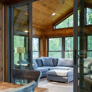 Esempio di una grande veranda stile rurale con pavimento in linoleum, soffitto classico e pavimento marrone