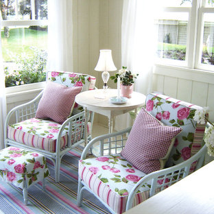 Esempio di una veranda shabby-chic style
