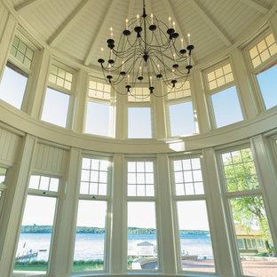 Inspiration pour une grand véranda traditionnelle avec un sol en calcaire, aucune cheminée et un plafond standard.