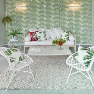 Réalisation d'une véranda ethnique de taille moyenne avec un sol en carrelage de céramique et un plafond standard.