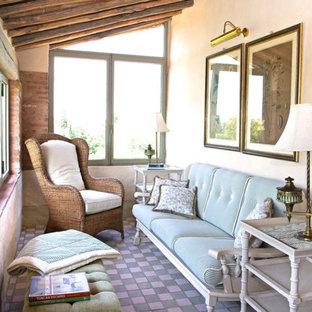 Exempel på ett litet lantligt uterum, med klinkergolv i keramik, tak och lila golv