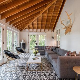 Esempio di una grande veranda moderna con pavimento con piastrelle in ceramica, soffitto classico, pavimento multicolore e camino ad angolo
