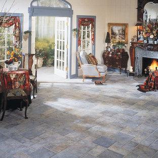 Ispirazione per una grande veranda classica con pavimento con piastrelle in ceramica, camino classico, cornice del camino in metallo, soffitto classico e pavimento grigio