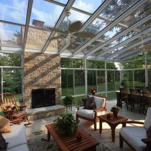 Ispirazione per una grande veranda moderna con pavimento con piastrelle in ceramica, camino lineare Ribbon, cornice del camino in pietra e soffitto in vetro