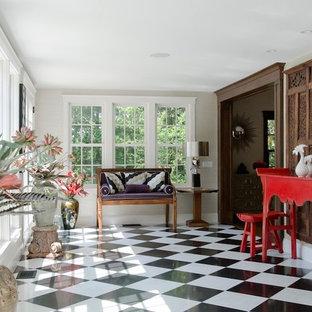 Foto di una grande veranda classica con pavimento in linoleum, nessun camino, soffitto classico e pavimento multicolore