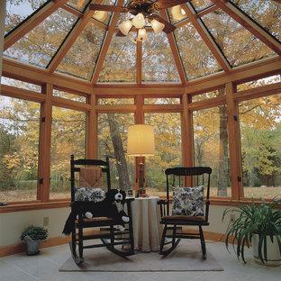 Ejemplo de galería contemporánea, grande, sin chimenea, con suelo de baldosas de cerámica y techo de vidrio
