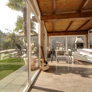 Immagine di una grande veranda contemporanea con soffitto classico