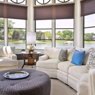Immagine di una grande veranda tradizionale con moquette e soffitto classico