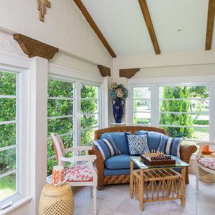 Новый формат декора квартиры: терраса в средиземноморском стиле с стандартным потолком без камина