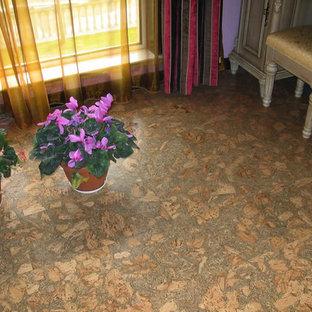 Esempio di una piccola veranda con pavimento in sughero