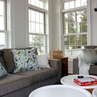 Idées déco pour une véranda campagne de taille moyenne avec un sol en bois brun, aucune cheminée, un plafond standard et un sol orange.