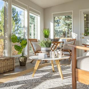 Idées déco pour une petit véranda éclectique avec un sol en carrelage de porcelaine, un plafond standard et un sol gris.