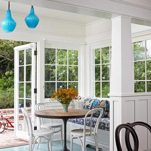Idée de décoration pour une véranda tradition avec un sol turquoise.
