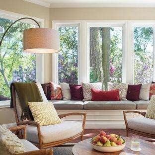 Idéer för att renovera ett mellanstort vintage uterum, med klinkergolv i terrakotta, takfönster och rött golv