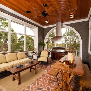 Ispirazione per una veranda classica con pavimento in mattoni, soffitto classico e pavimento rosso