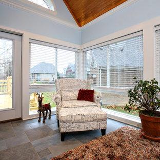 Inspiration för ett mellanstort vintage uterum, med skiffergolv, tak och brunt golv